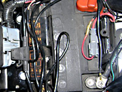 バッテリー交換方法(ハーレーTWIN-CAM、VRSC)